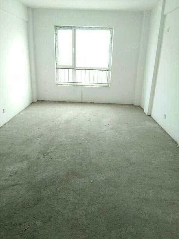 大禹城邦电梯9楼,三室一厅,毛坯房