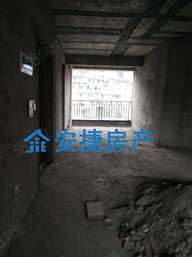 安捷房产008县中心临近学校优质电梯房急售
