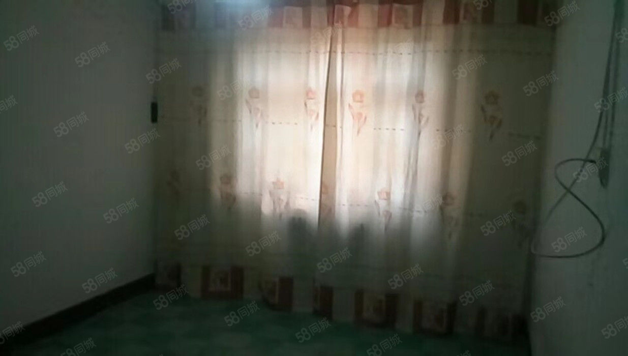 汇通十字中华广场建行家属院一楼2室有暖气出租800元