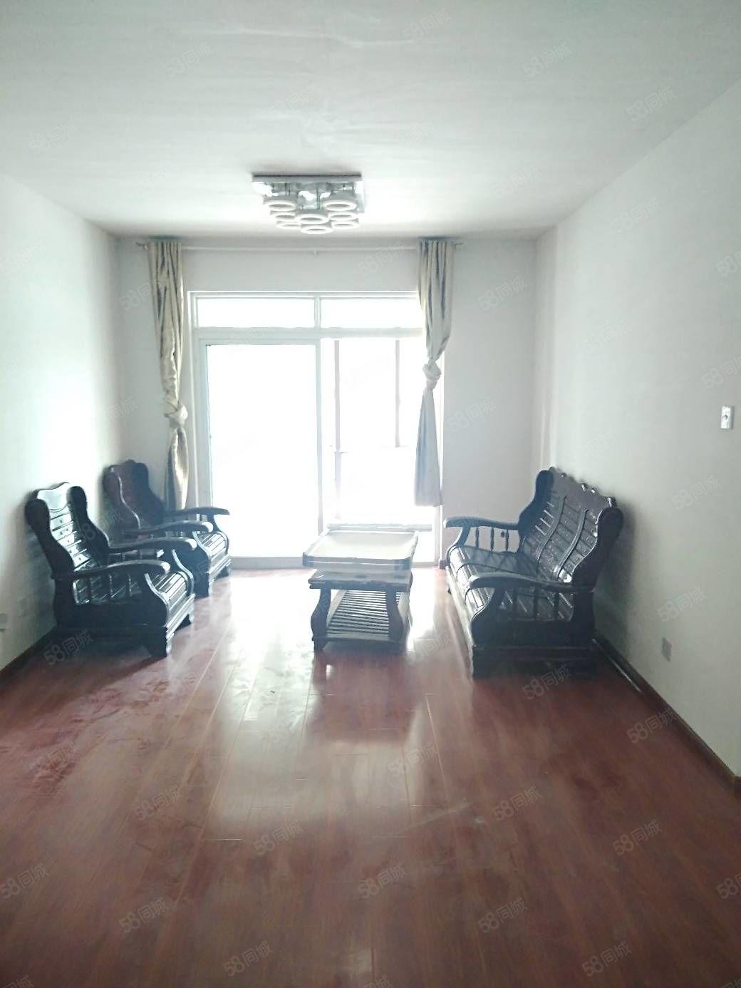 出租御品园套房,三室一厅,家具家电齐全,拎包入住,包物业费。