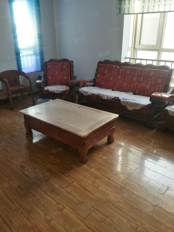 慕山小区有好房出租,128平米,高层,家具齐全,3室2厅2卫