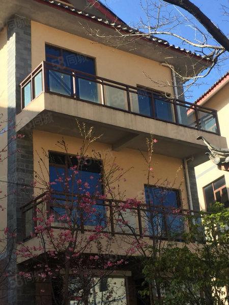 丽江假日别墅酒店,里面还有小公寓出售,只为让你享受人生
