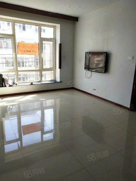 新小区中心地段德通物业,两室一厅户型好,便宜出售。
