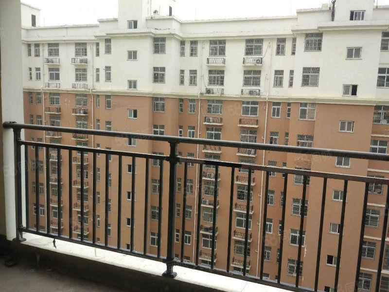 福地華府中間好樓層,南北通透,證齊可貸款,戶型好地段好。