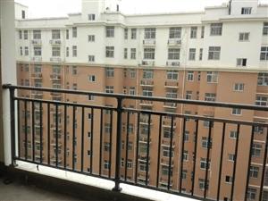 福地华府中间好楼层,南北通透,证齐可贷款,户型好地段好。