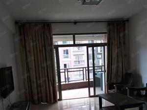 东湖御景小区电梯房两室一厅拎包即住,月租2000元