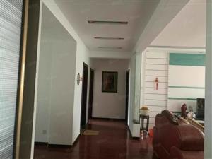 菊香园3楼143平3室,2厅精装修带车库25平120万证满3