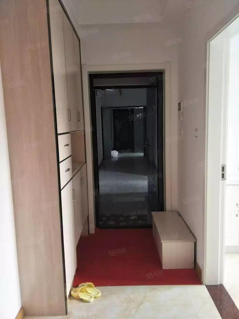学府上城中等楼层好户型,房东自己精心装修,机会难得!