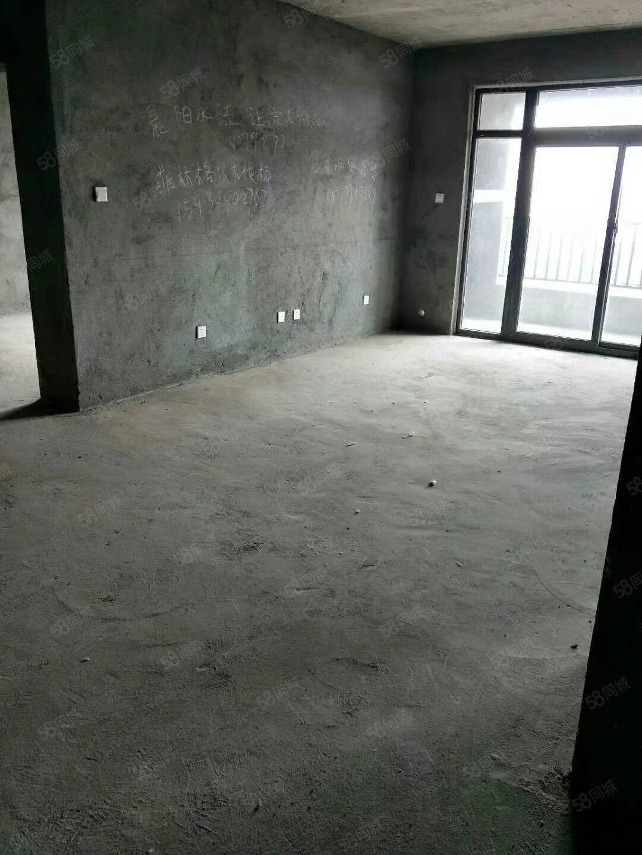 鼎华时代广场毛坯现房既买既装修