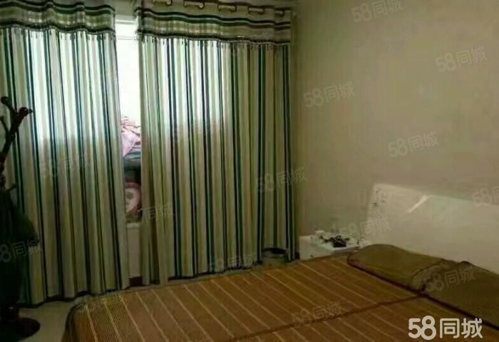 建业森林半岛大四房房间整洁!