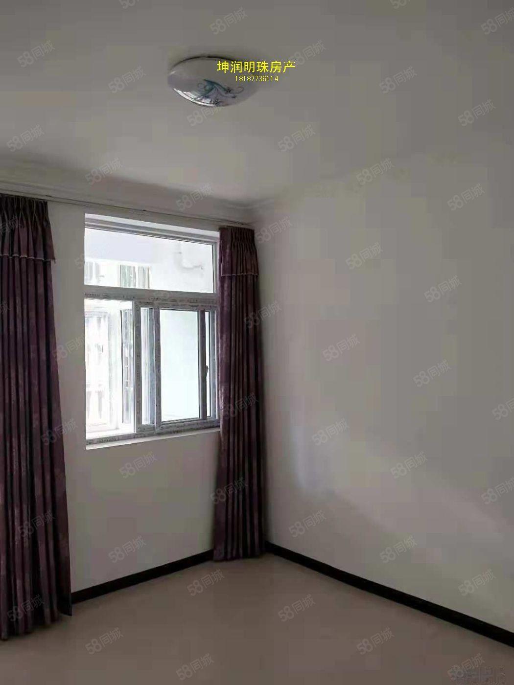 三小对面精装修单位房澳门金沙平台/2室2厅1卫,800/月!