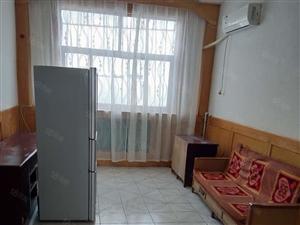 金庄小区,100平米,三室两厅,干净卫生,月租金750元