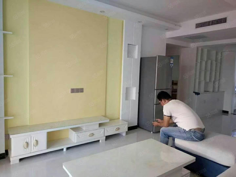 尚东郡精装修两房,家电齐全,小区环境优美,交通便利配套齐全