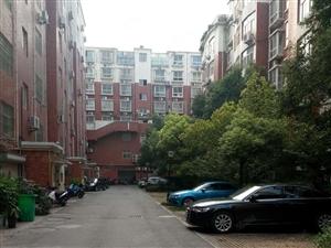 急售四院北侧盛世锦园106平3室、使用面积大、有证可贷款