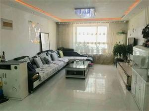 出售圣都金茂豪庭133平三室两厅,三室向阳。精装修有储。