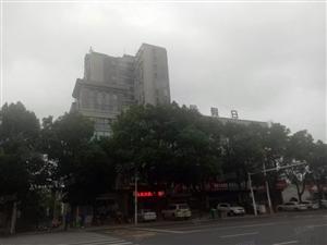 永利娱乐场一中对面尚居一品4室2厅2卫10楼毛胚电梯售37万