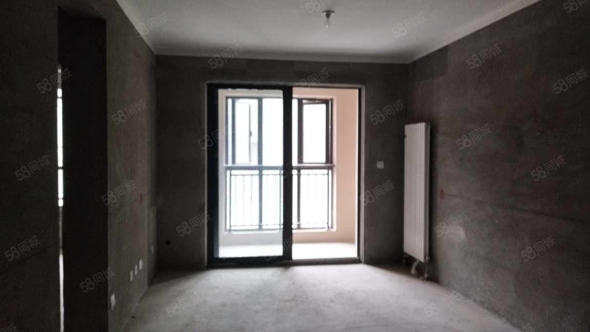 有房本满两年,地铁口,正弘中央公园,经典朝南三居室诚售