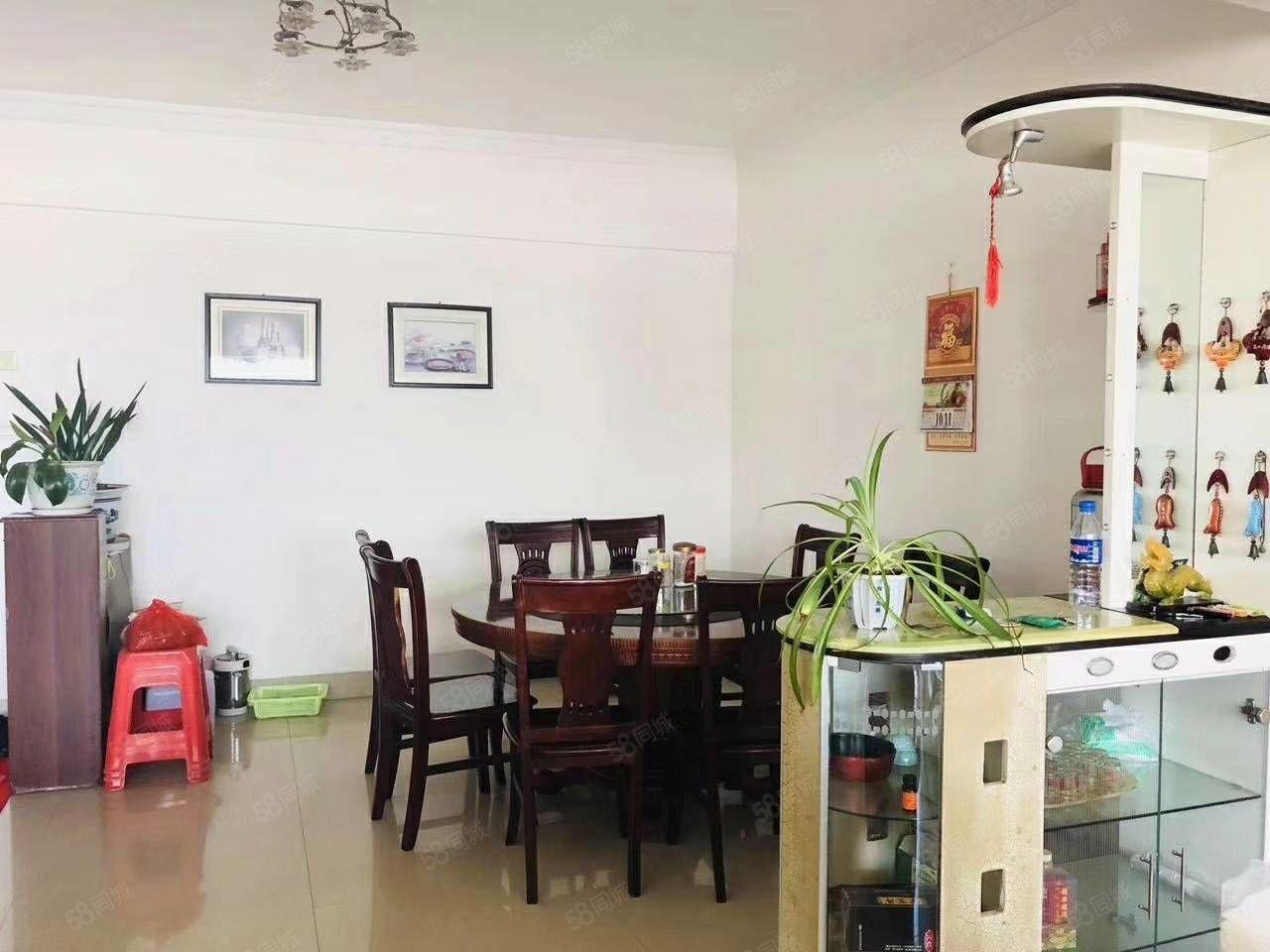 东环小区东星楼套房出售:面积136.64平方,3房2厅