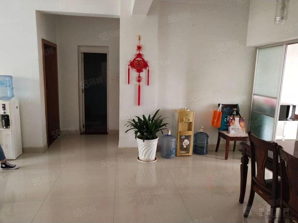 珊瑚苑租房3室2厅1卫精装修拎包入住