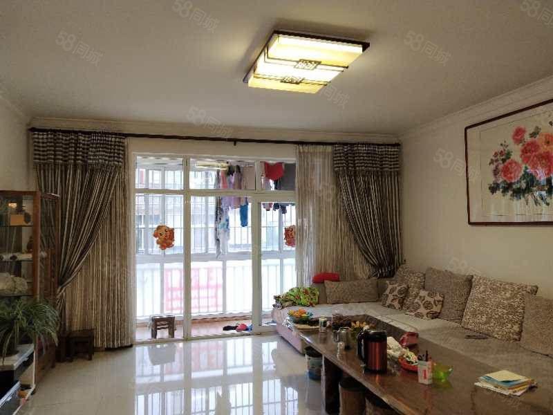凤麓湖畔精装3室2厅2卫带家具