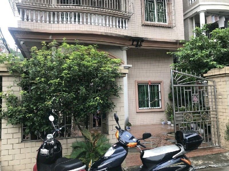 广东路3层半私宅自带花园有停车库!