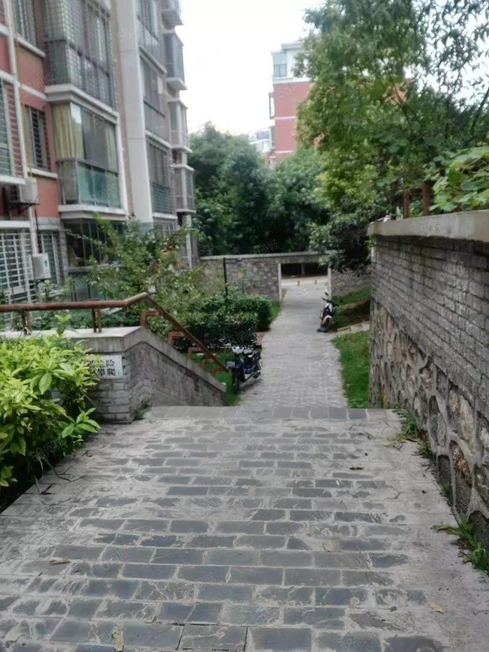 锦绣紫荆城5楼,南北通透双阳台,带32平米车库,证满2年