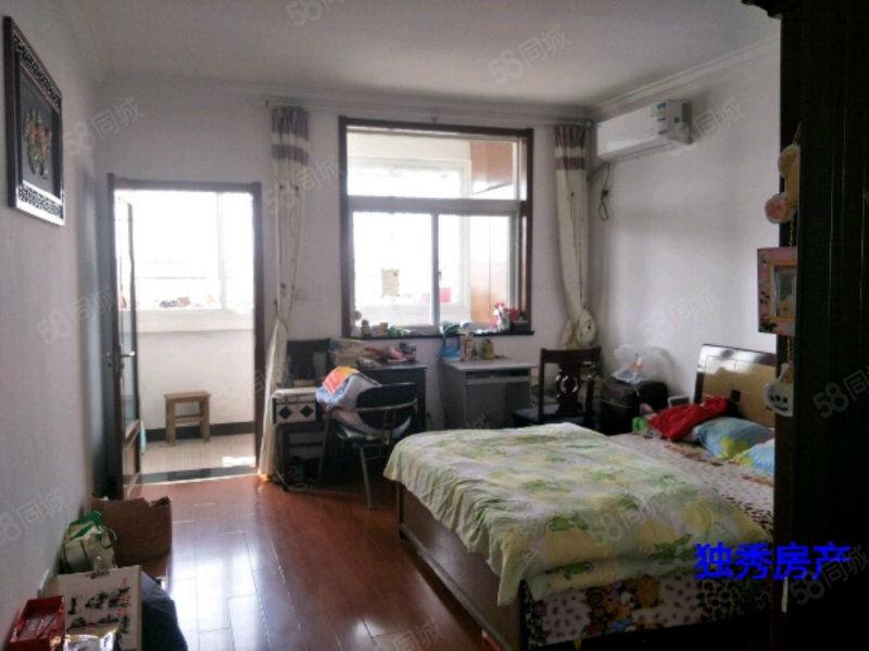 该房购一层送一层阁楼住宅在六楼精装修房东诚心出售可免两样水费