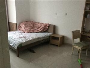 中国诺贝尔城集中供暖大三室精装修