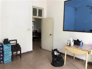 老一中旁三室二厅家具电器齐全房子出租
