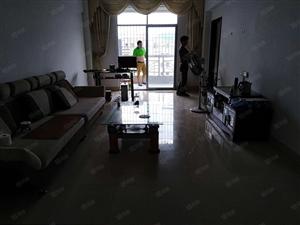 丹燕小区步梯中层3加1户型装修带家电