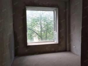 此房在小区中间的位置~户型各方面都非常好~