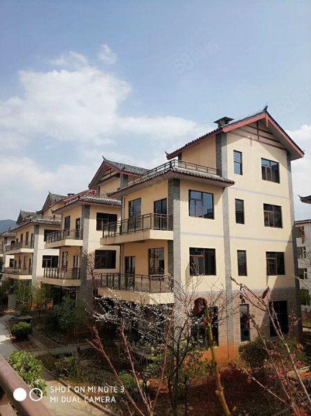 世界文化遗产玉龙雪山下带精装修花园公寓出售,可投、资酒店托管