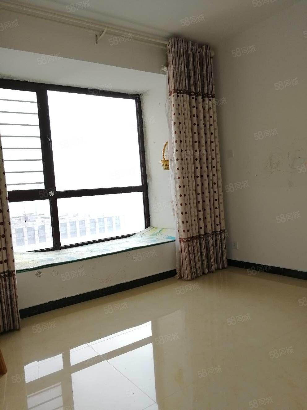 双地铁口,伊河路小学,锦绣城通透大两房,客厅带落地阳台