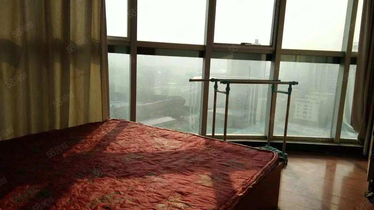 经南三路美庐银座超有趣户型设计卧室客厅落地玻璃观景房