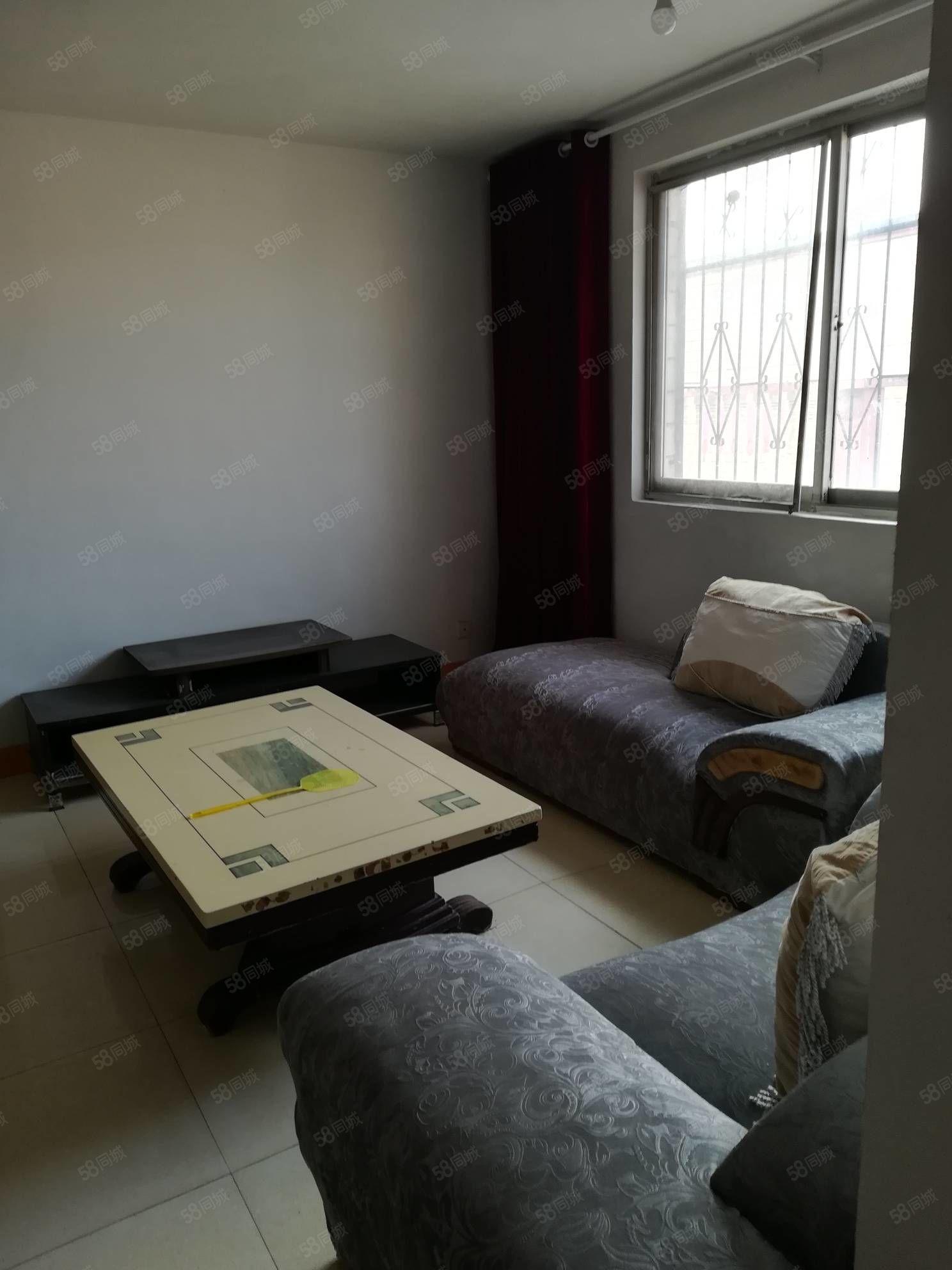 芙蓉家园三楼三居室带储藏室简装