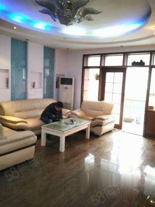 政通路升龙城六号院三室两厅环境优美精装齐全拎包入住