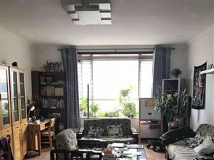 好房不多,锦华苑147平多层3房,有车库,价位低,看房从速