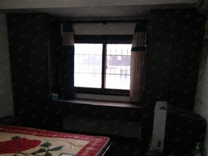 通达房产租苏果超市附近套房3室2厅1厨2卫,月租1700元。