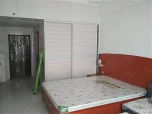单身小公寓精装修拎包入住