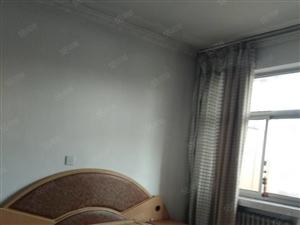 济南路泽苑小区4楼60型3室1厅简单装修带空调床沙发近邻一小