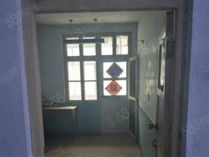 工商局家属院简装两房,送地上储藏室一间