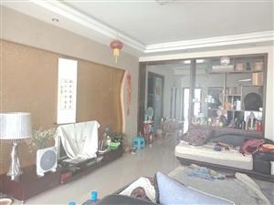 市中心**便宜房子,精装修三室130平米急售49万