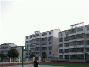南漳肖堰镇中学4室2厅2卫带装修