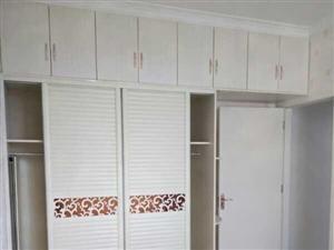 二高对面电梯房三室一厅精装修