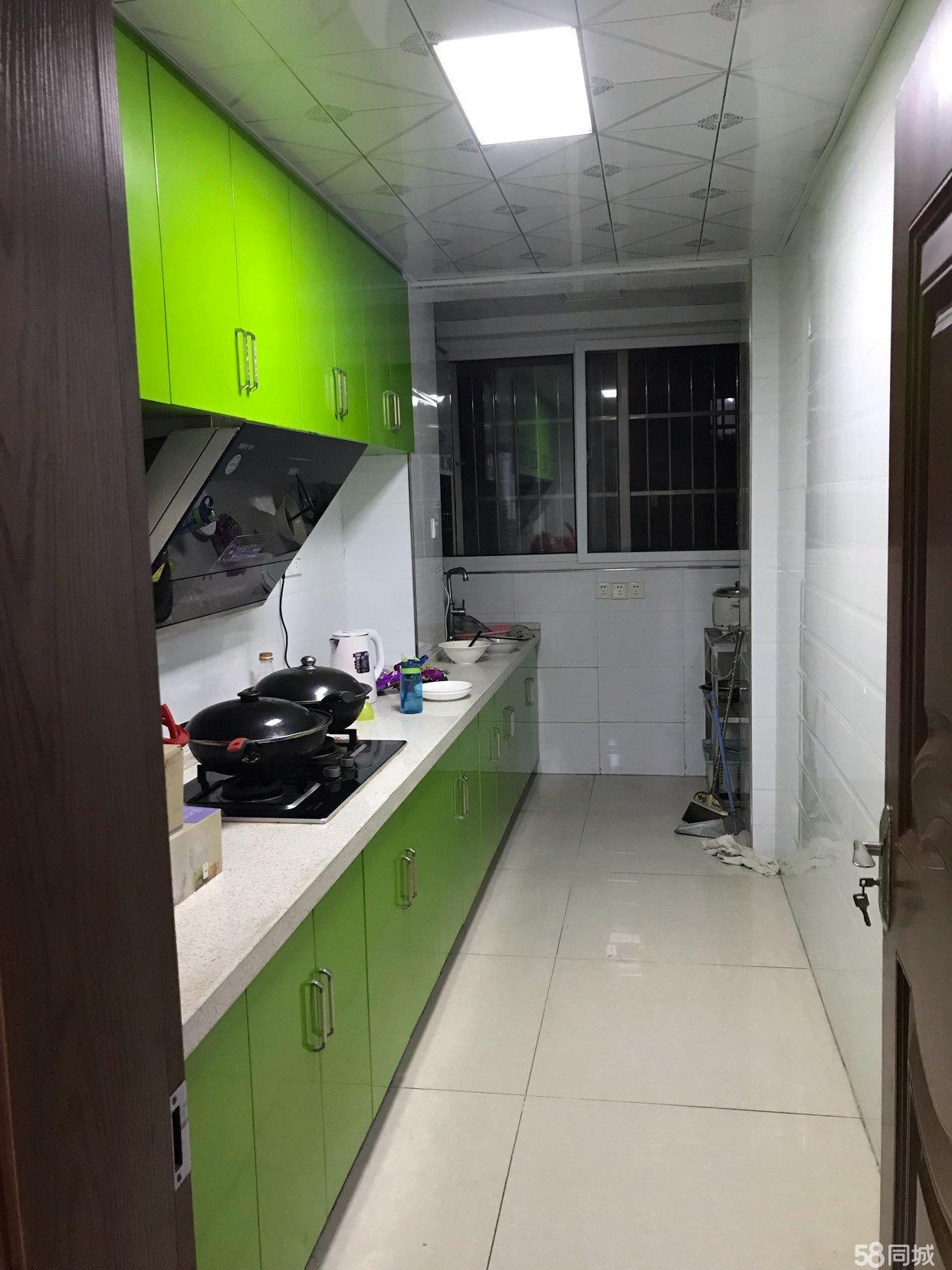 天泽名城两室两厅目前空置,房东诚心出售家具家电全送