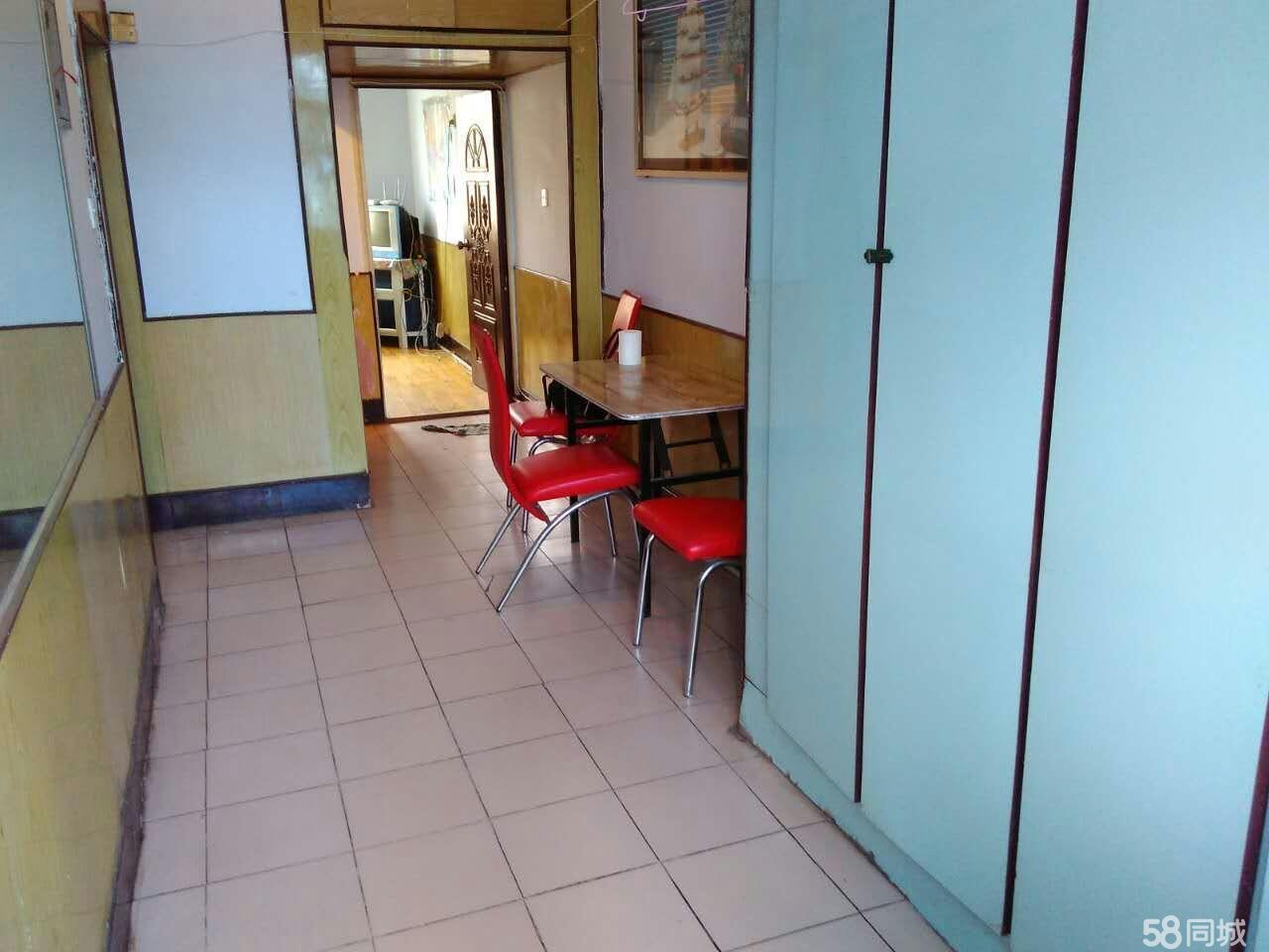 三角公园附近1室1厅40平米简单装修押一付一