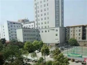 城东新区黄金三楼拎包入住好泊车3室133m2