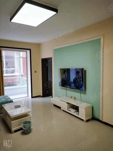 封闭式小区两室一厅拎包入住.全屋硅藻泥