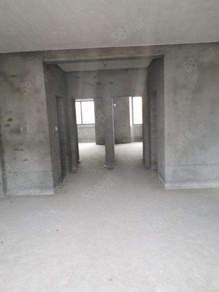好房子不等人。丹桂华庭4楼三室两厅两卫。随时可以看房