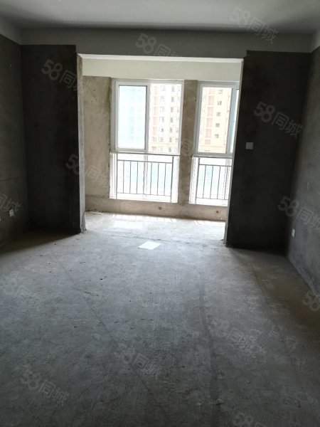 世紀城電梯房好樓層,三居室有車位,急售。。
